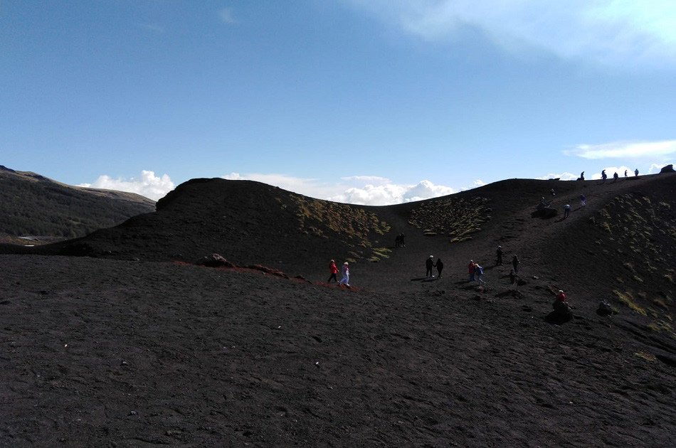 The highest volcano in Europe offers unique landscapes. The Etna excursion allows you to walk along its craters and enjoy a breathtaking view