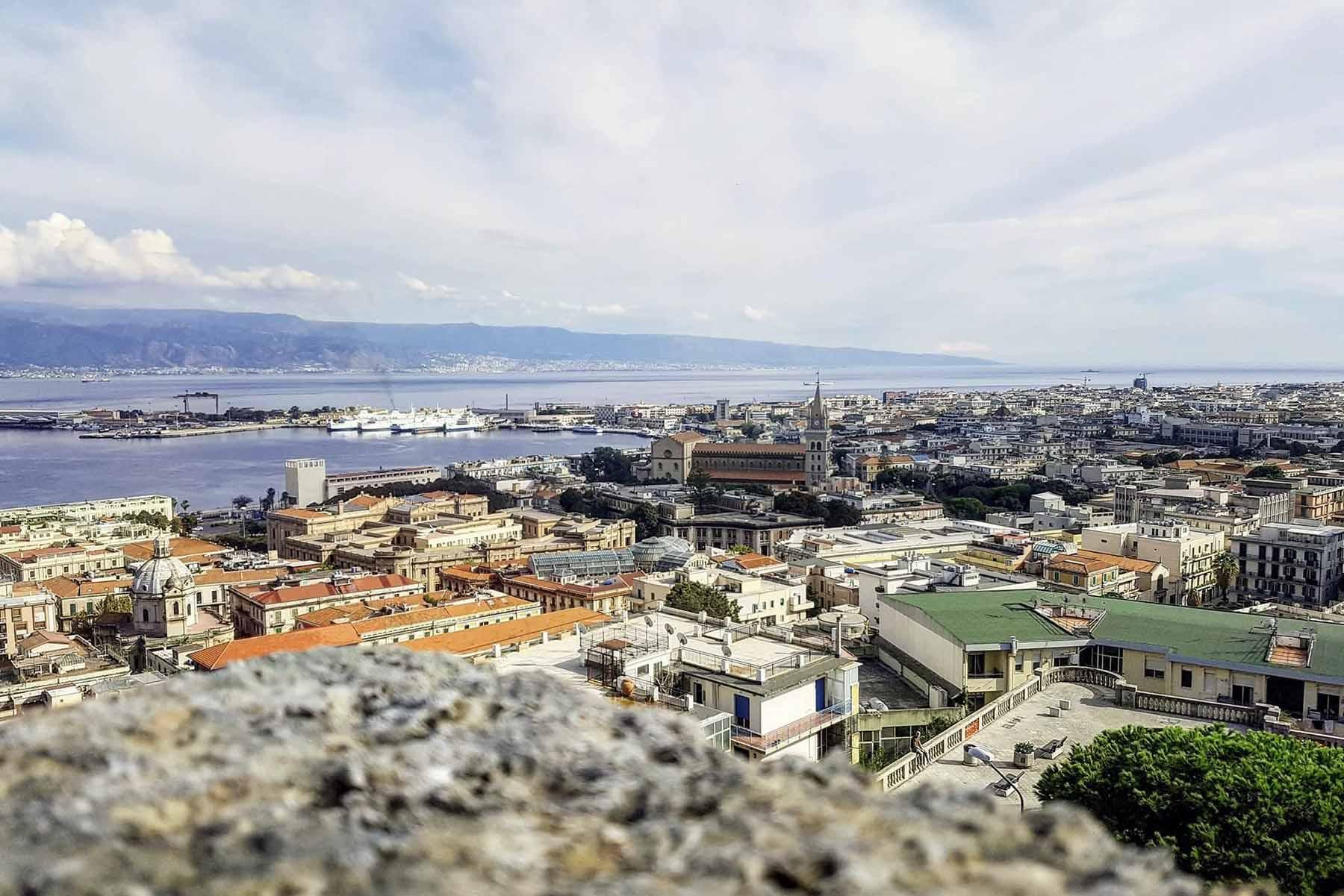 veduta del porto di Messina