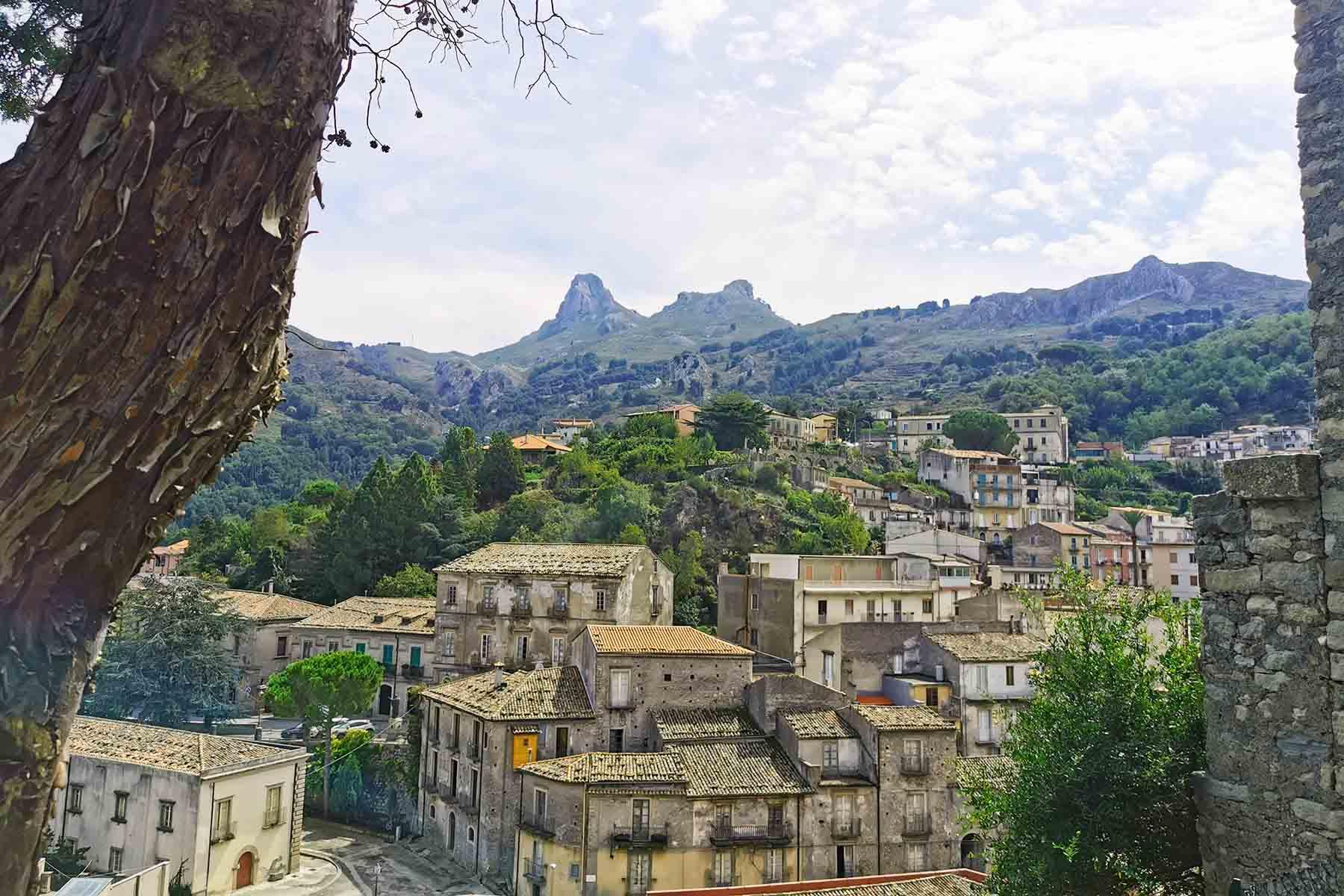Veduta di Novara di Sicilia