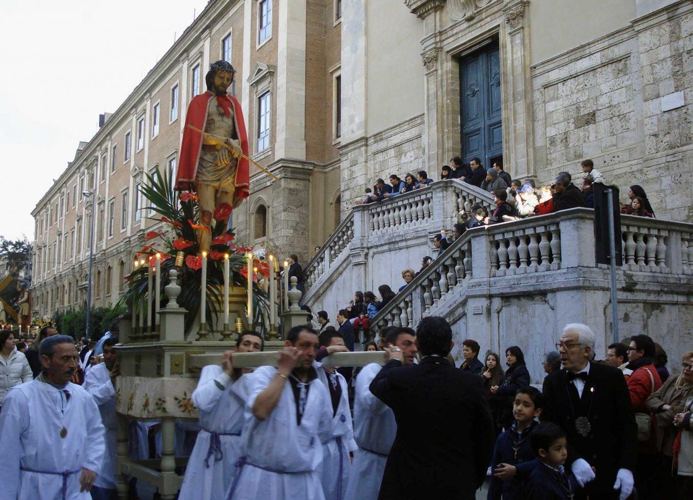 pasqua in sicilia processione delle barette messina